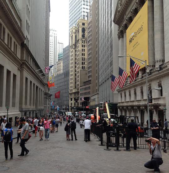 FOOT TRAFFIC IN FRONT OF THE NEW YORK STOCK EXCHANGE