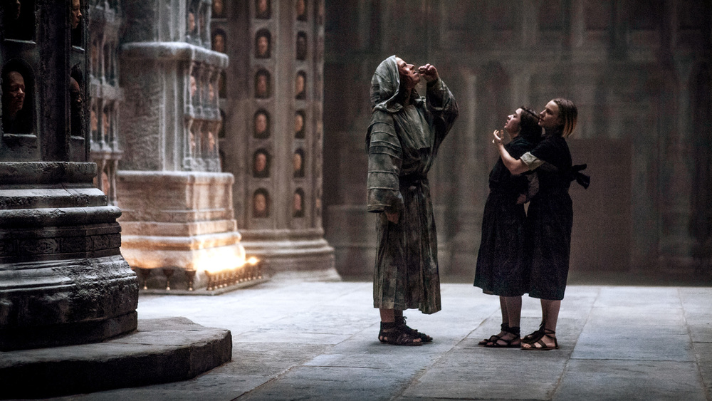 One of the only good shots of the sandals! You can see that Arya's look like they're made from rope, whereas the Waif's look more like leather straps. I just looked for something brown with an ankle strap.