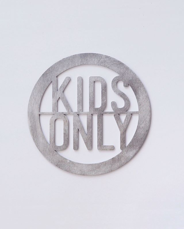 ✌🏻😜 This is a kids only zone (how cute would this be in your kiddos playroom?). Pictured here in silver. Swipe to see our pastel purple! 💜