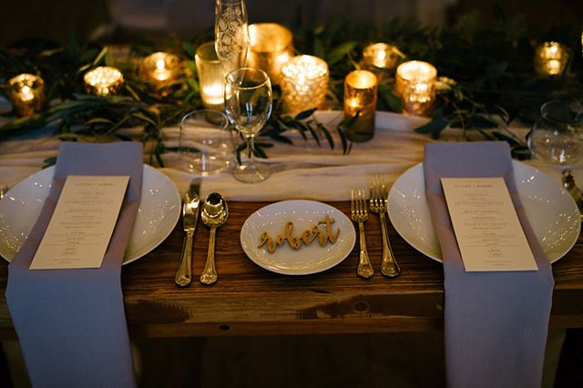 Check out @firstname_autumn's romantic sweetheart table at the gorgeous @terrain_events! Photo by @ashimagery