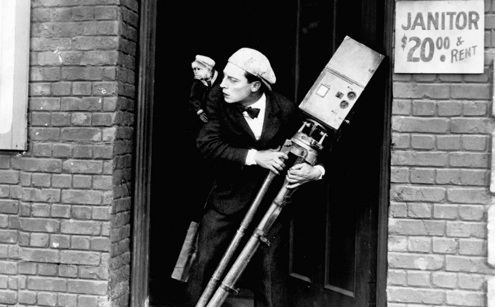 BUSTER KEATON'S 'THE CAMERAMAN' (1928 / 35mm Print) - Sun Jan 20th 12pm / Loft Cinema, Tuscon AZKeaton was the absolute master of physical comedy that is still yet to be bested today due in part his deadpan delivery, but also the need to capture all timing in camera. In The Cameraman finds our hapless hero falling for a beautiful woman working at MGM, and decides to woo her by becoming a camera operator. Naturally he becomes a magnet for disaster. Screens with Keaton short 'ONE WEEK'.More info HERE
