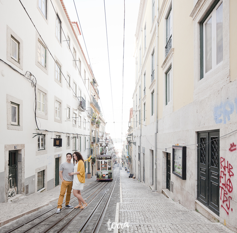 sessao-fotografica-casal-bairro-alto-lisboa-terra-fotografia-0027.jpg