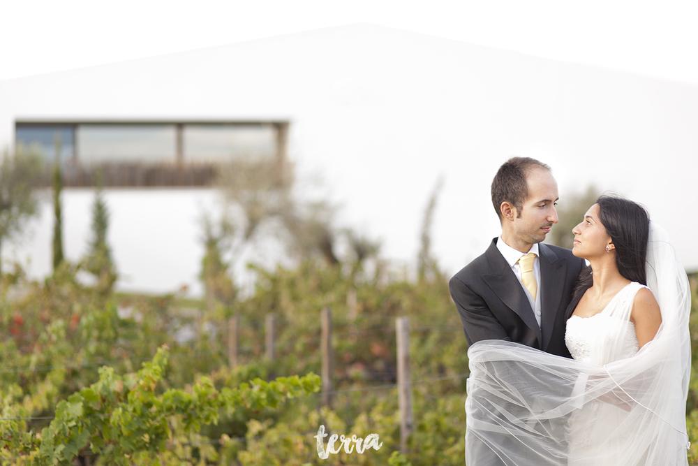 sessao-fotografica-trash-the-dress-land-vineyards-alentejo-terra-fotografia-0021.jpg