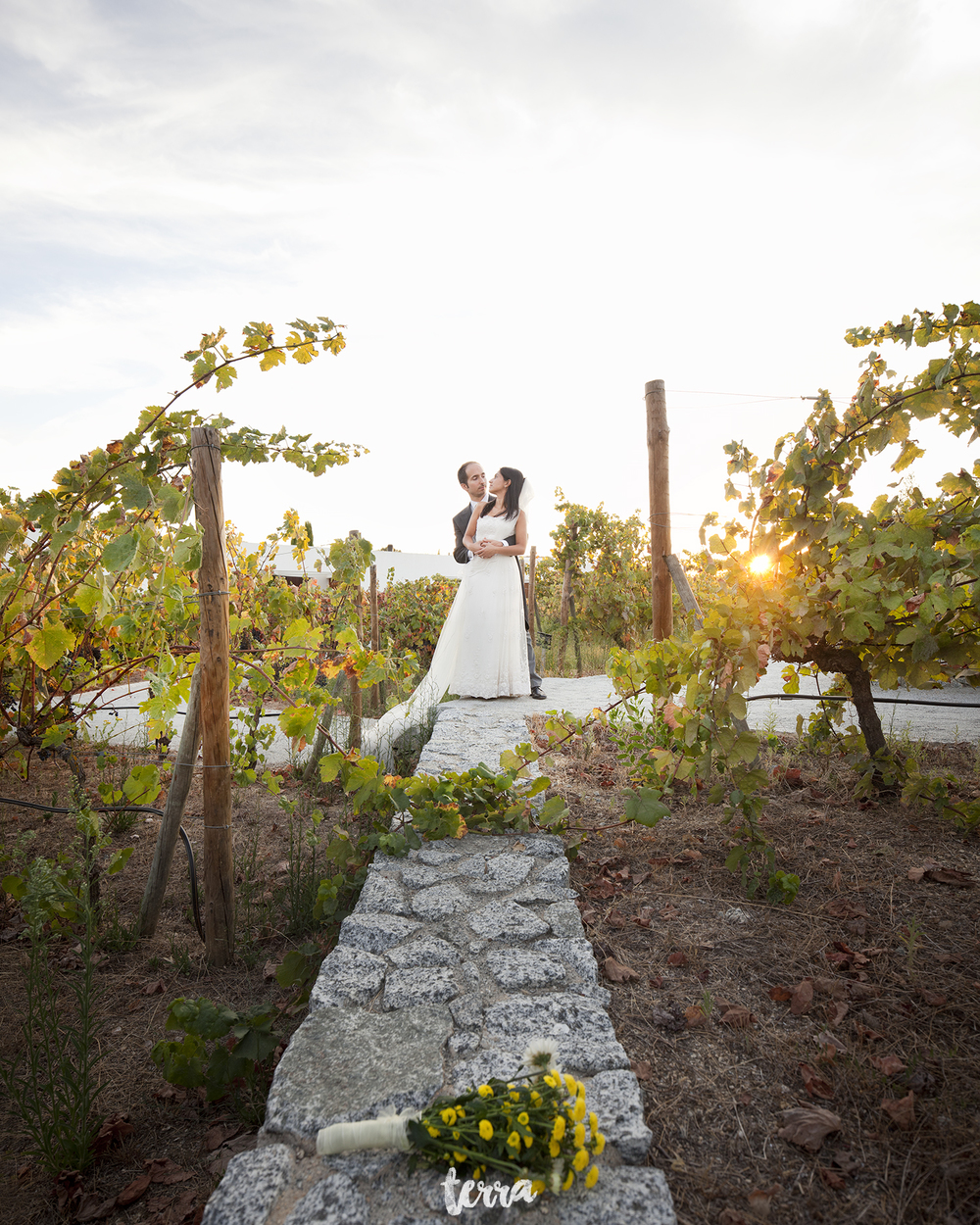 sessao-fotografica-trash-the-dress-land-vineyards-alentejo-terra-fotografia-0023.jpg