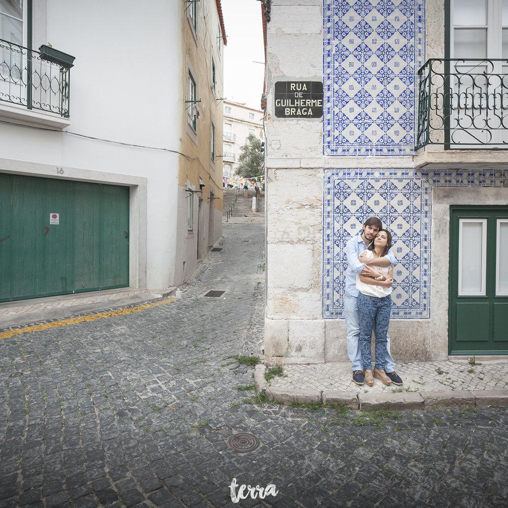 engagement-session-alfama-lisboa-terra-fotografia-036.jpg