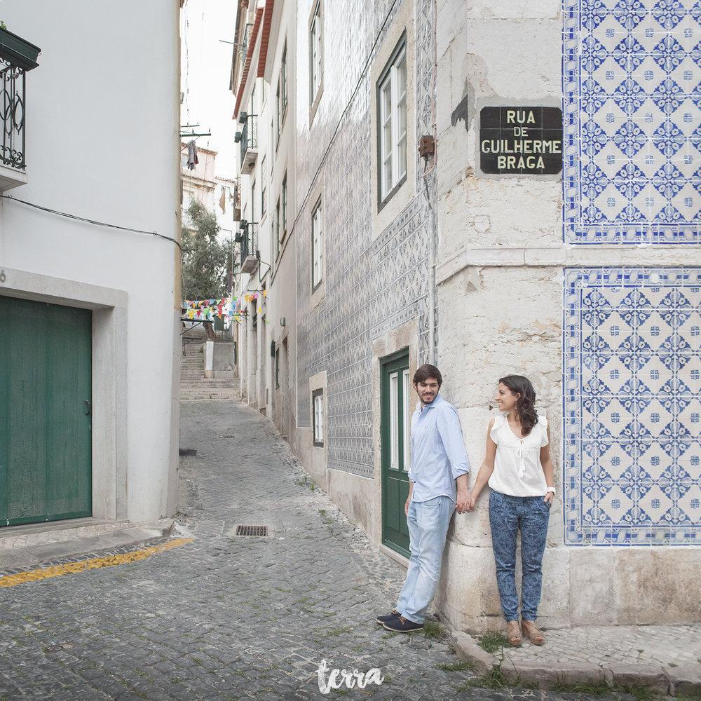 engagement-session-alfama-lisboa-terra-fotografia-040.jpg