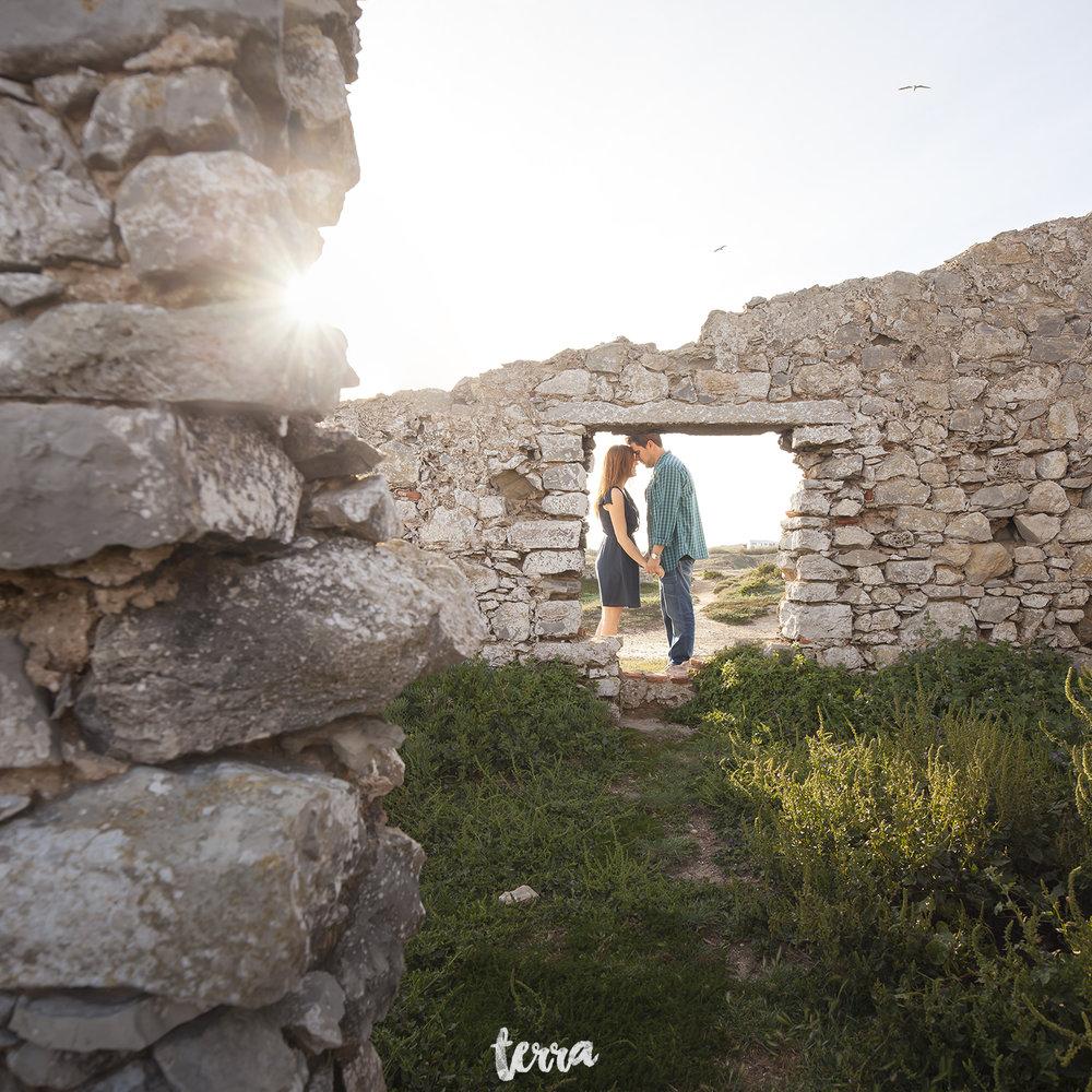 sessao-fotografica-casal-forte-luz-peniche-terra-fotografia-08.jpg