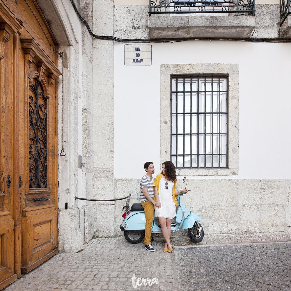 sessao-fotografica-casal-bairro-alto-lisboa-terra-fotografia-0030.jpg
