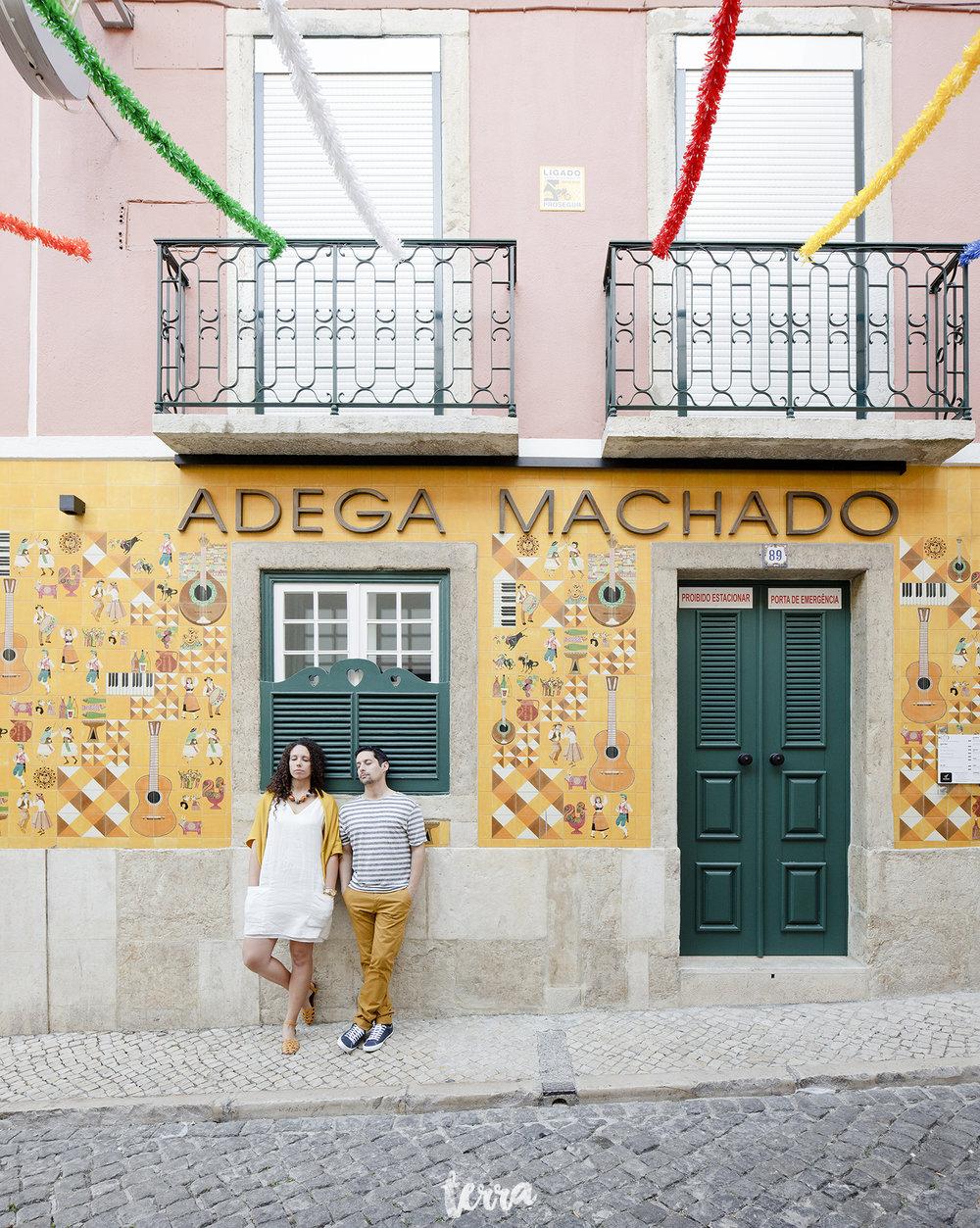sessao-fotografica-casal-bairro-alto-lisboa-terra-fotografia-0040.jpg