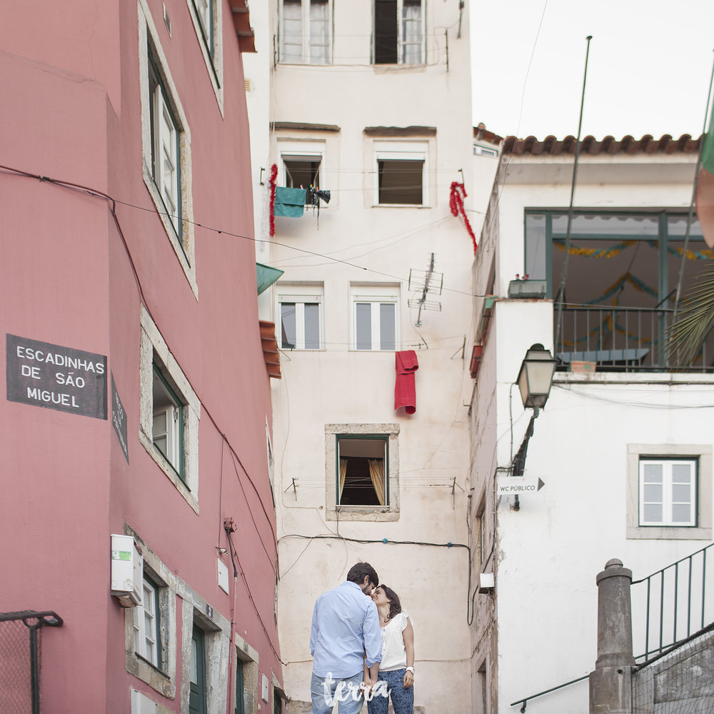 engagement-session-alfama-lisboa-terra-fotografia-016.jpg