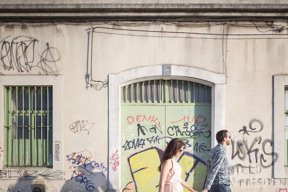 sessao-fotografica-casal-cais-ginjal-terra-fotografia-07.jpg