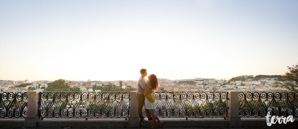 sessao-fotografica-casal-bairro-alto-lisboa-terra-fotografia-0013.jpg
