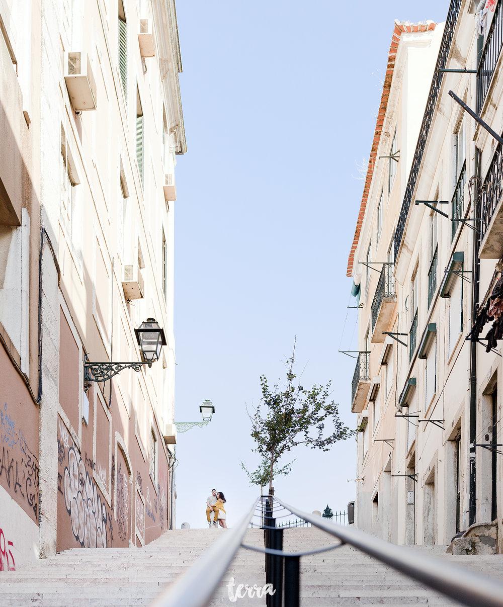 sessao-fotografica-casal-bairro-alto-lisboa-terra-fotografia-0037.jpg