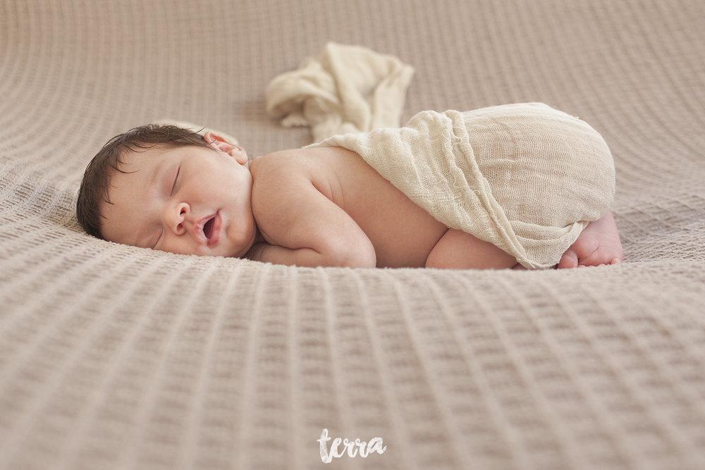 sessao-fotografica-recem-nascido-bebe-terra-fotografia-003.jpg