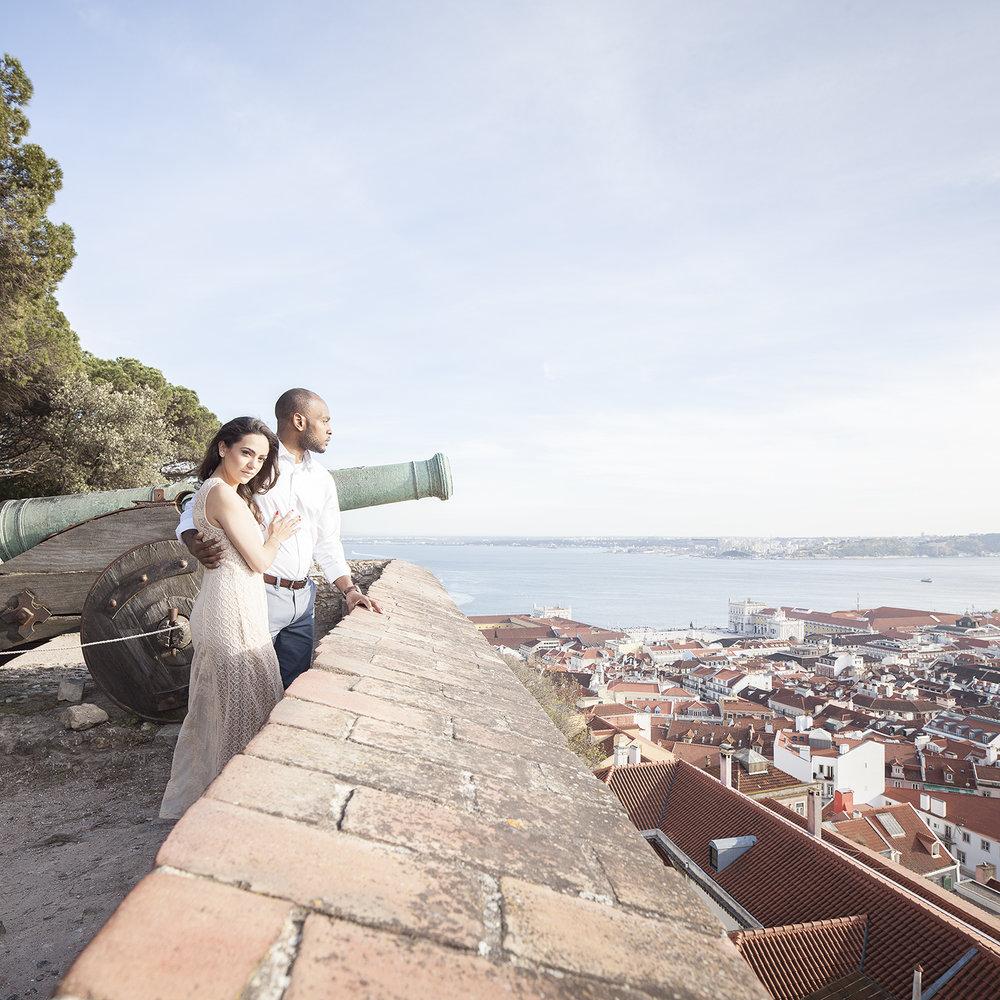engagement-session-castelo-sao-jorge-lisboa-portugal-flytographer-terra-fotografia-10.jpg