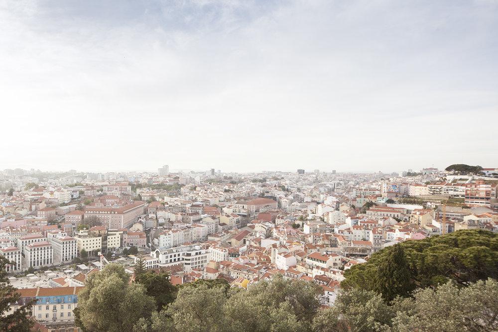 engagement-session-castelo-sao-jorge-lisboa-portugal-flytographer-terra-fotografia-01.jpg