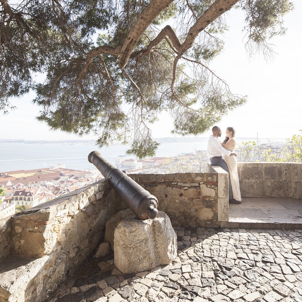 engagement-session-castelo-sao-jorge-lisboa-portugal-flytographer-terra-fotografia-02.jpg