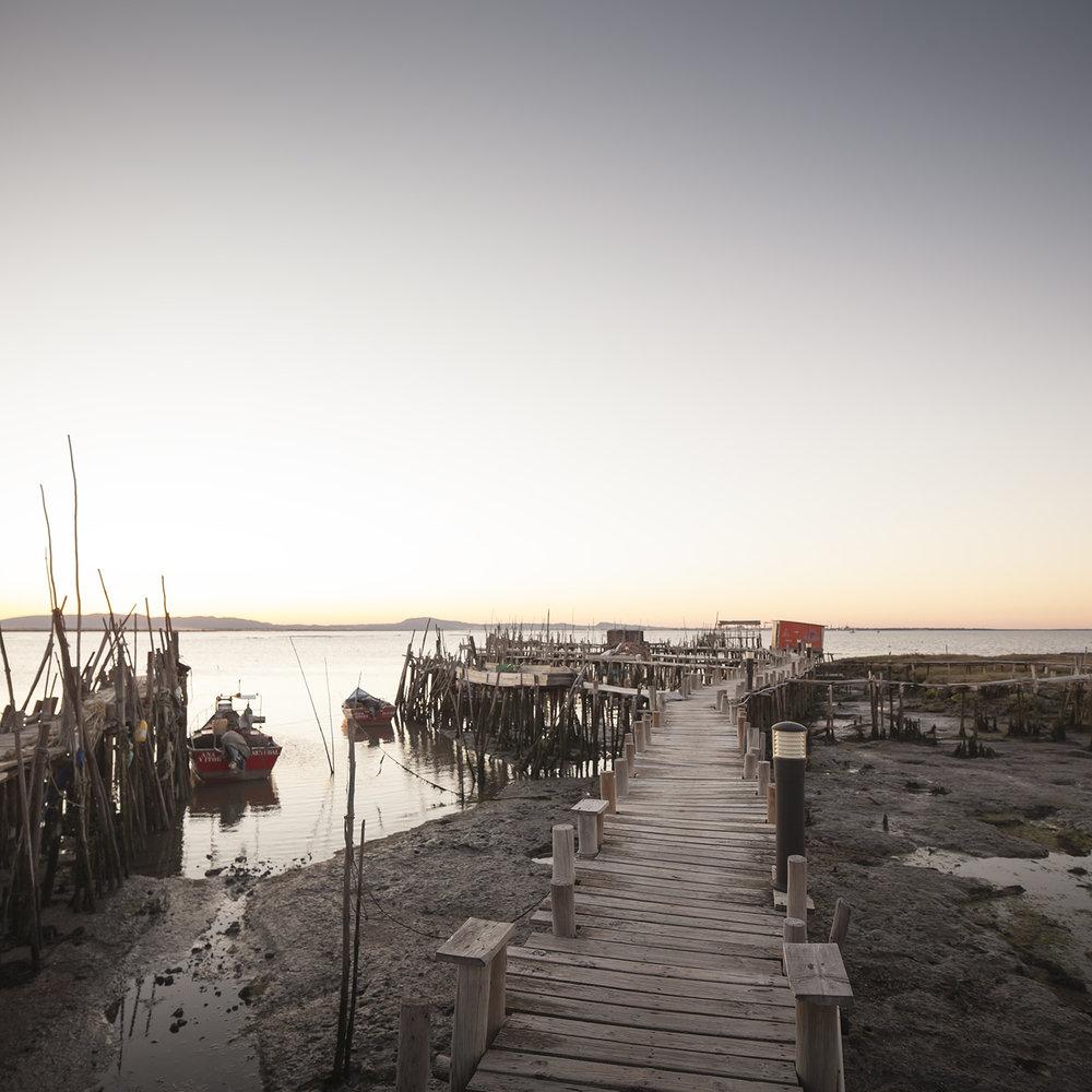 sessao-fotografica-casal-cais-palafitico-carrasqueira-comporta-terra-fotografia-17.jpg