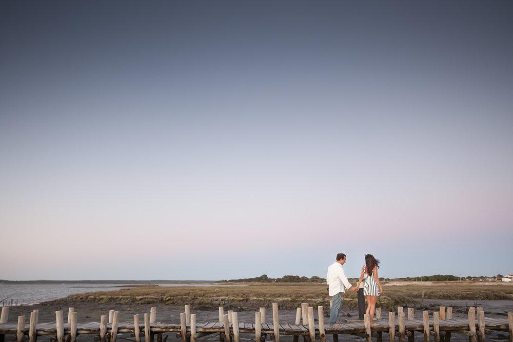 sessao-fotografica-casal-cais-palafitico-carrasqueira-comporta-terra-fotografia-36.jpg