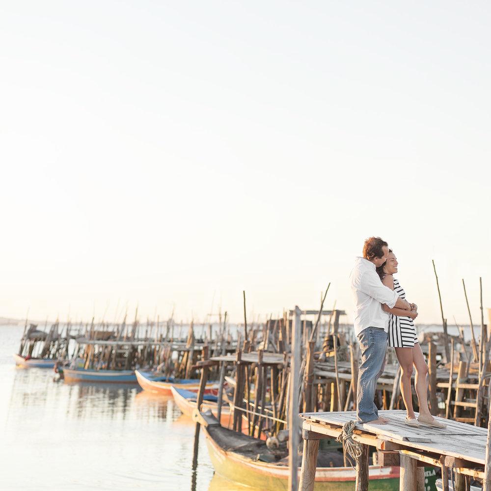 sessao-fotografica-casal-cais-palafitico-carrasqueira-comporta-terra-fotografia-11.jpg