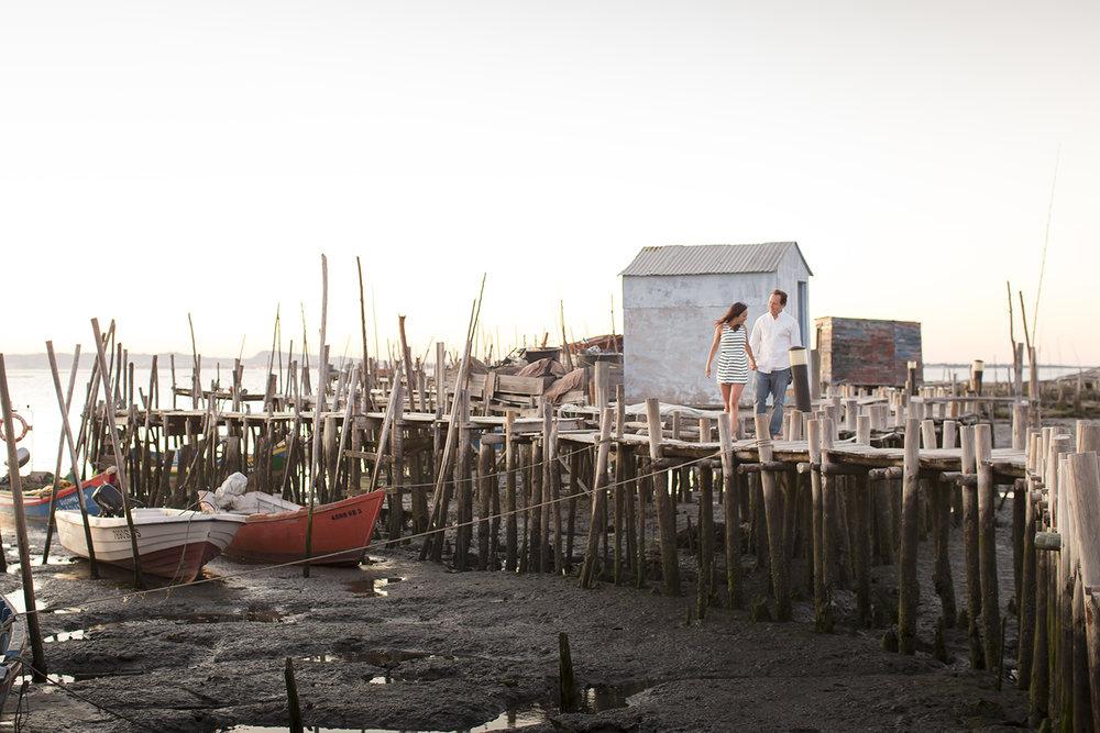 sessao-fotografica-casal-cais-palafitico-carrasqueira-comporta-terra-fotografia-35.jpg