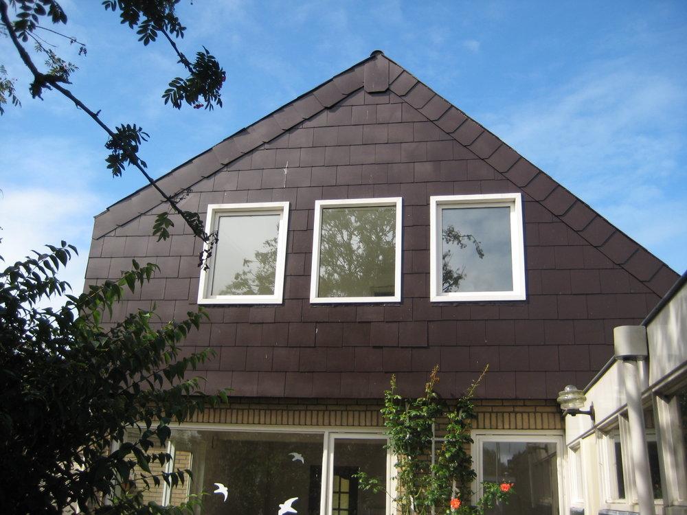 - Achtergevel woning voor de renovatie