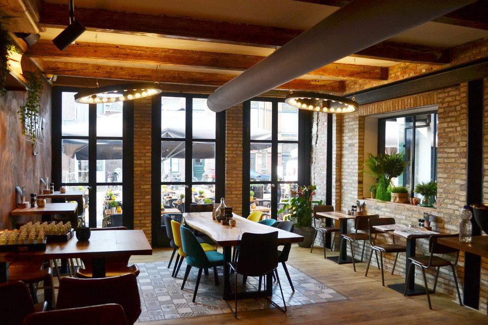 Kat Koree Architecten verbouw renovatie voormalige Wijnberg Sneek Markt 23 Restaurant Markt23  openslaande deuren