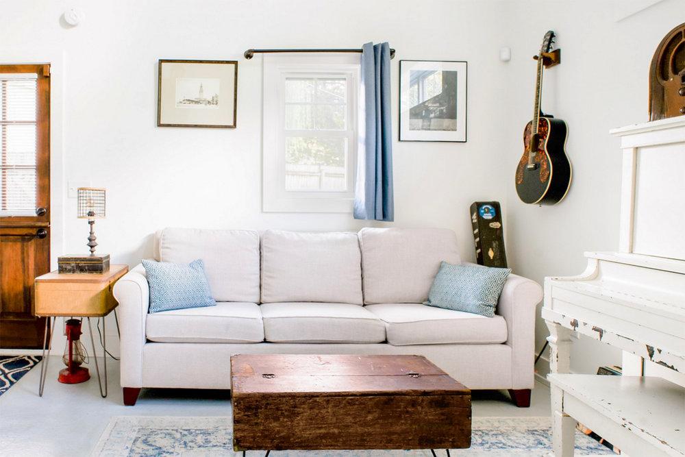 airbnb_living.jpg