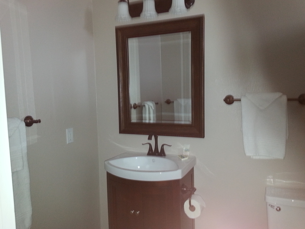 Unit #4 Bathroom.jpg