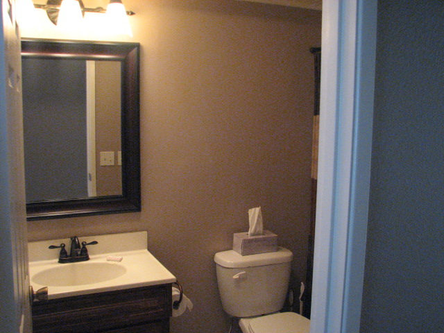 Unit #5 Bathroom.JPG