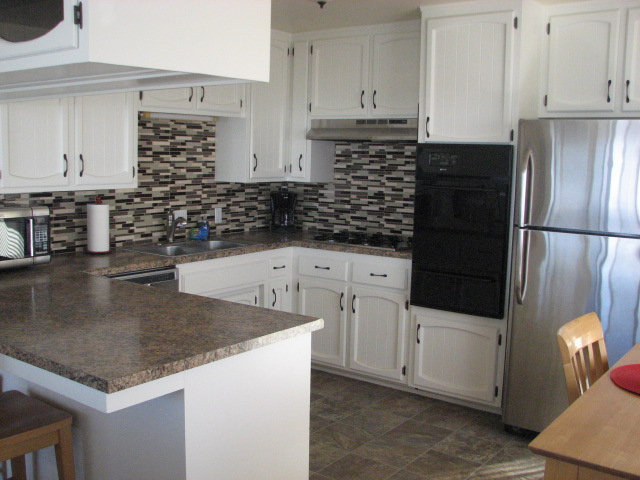 Unit #5 Kitchen.JPG