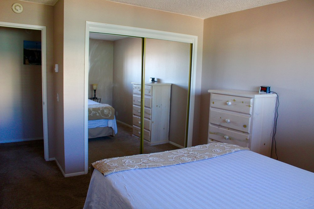 Unit 4 Bed with Mirror.JPG