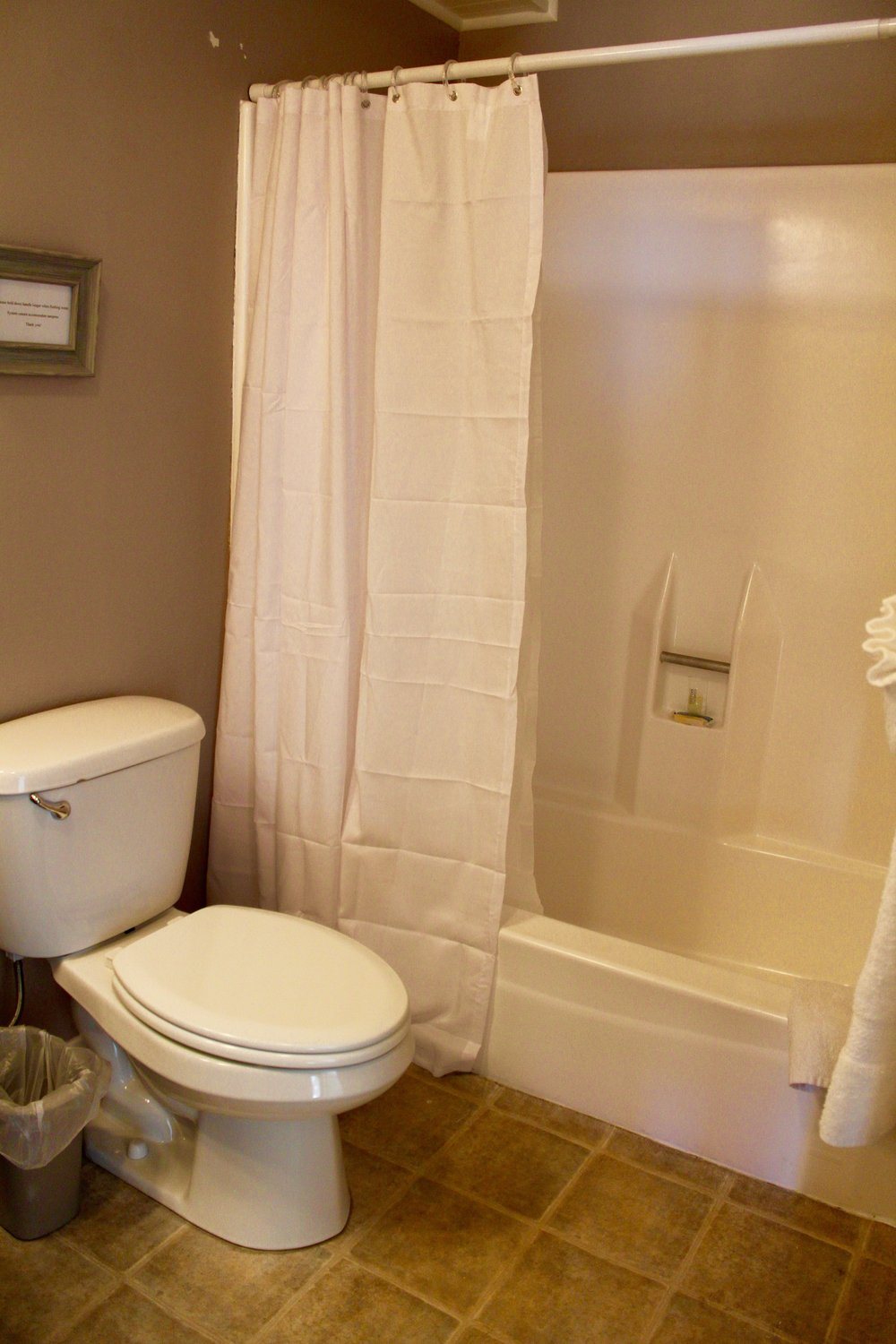 Unit 4 Shower and Tub.JPG