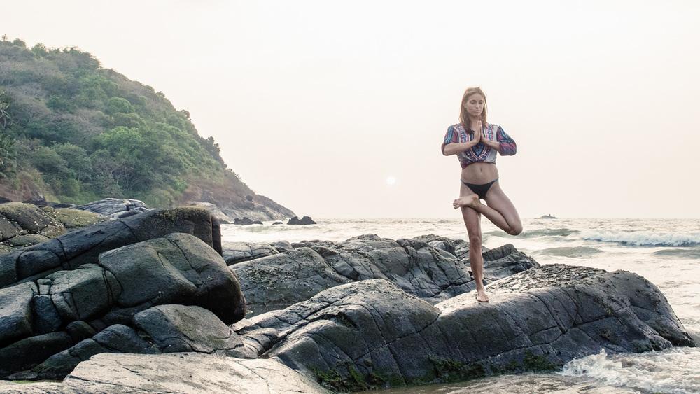 Yoga-MayteRadek-Gokarna-AmyRolloPhoto-3.jpg