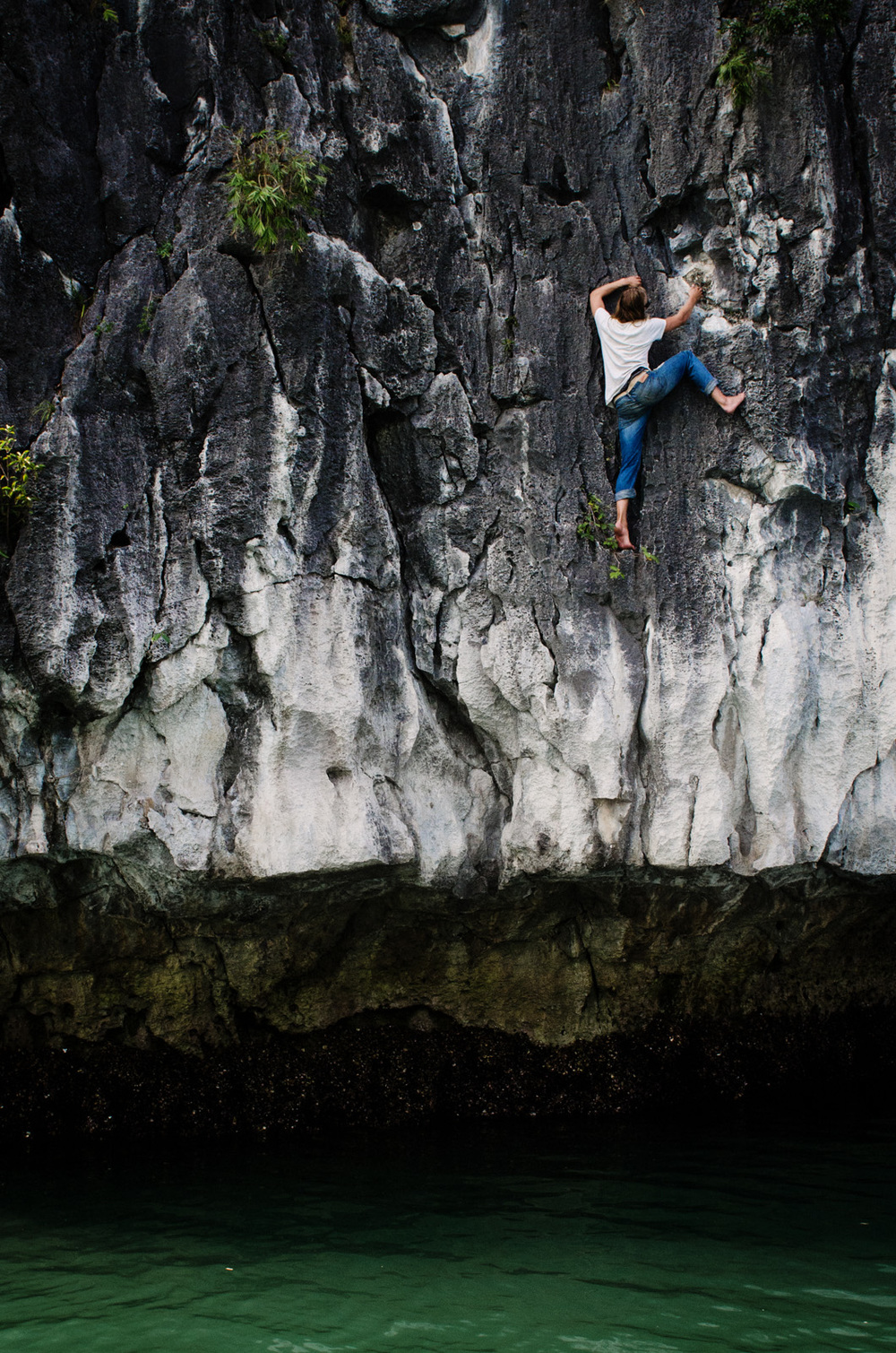 RockClimbing-AsiaOutdoors-HalongBay-Vietnam-61.jpg