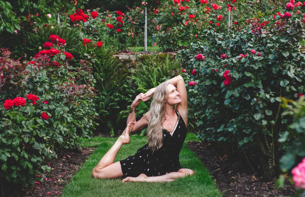 GretchenStelter-AmyRolloPhoto-RoseGarden-PortlandOregon-YogaPortrait-9.jpg