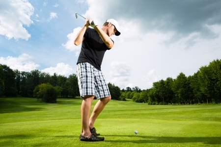 15678229_S_golfer_swing_golf_male_tee_course.jpg