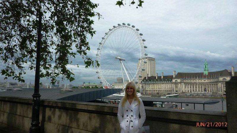 lindsay near london eye.jpg