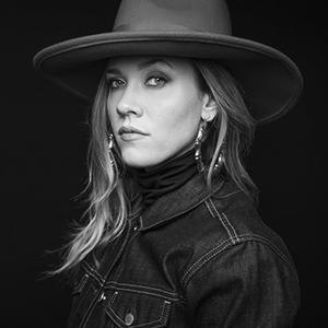 Caroline Fraser - Headshot-300.jpg