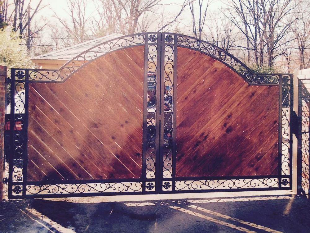 Wood Driveway Gate.jpg
