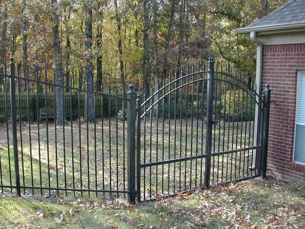 6' high dble gate.JPG