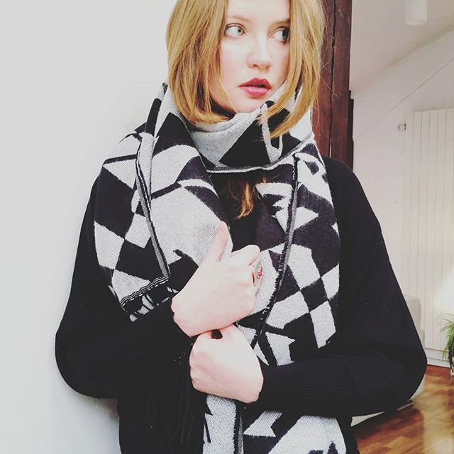 Loving this aztec scarf by @hm #editorial #wintersales #sales #photography #scarf #instamood #instagood #model #fblogger #bbloggers #instafashion #instastyle #style #fashion #redhead #girl #aztec #ootd #aboutalook #hm #hmfashion