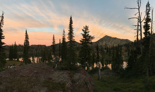 Sunset above Little Carmine and Carmine peaks – a beautiful welcome to Sapphire Lake