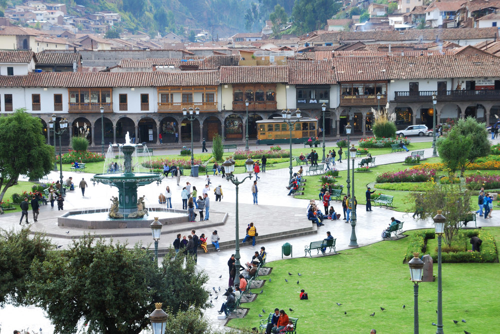 1-plaza-de-armas-cuzco-peru-view-from-above-of-the-square-with-its-fountain_t20_1J99jn.jpg