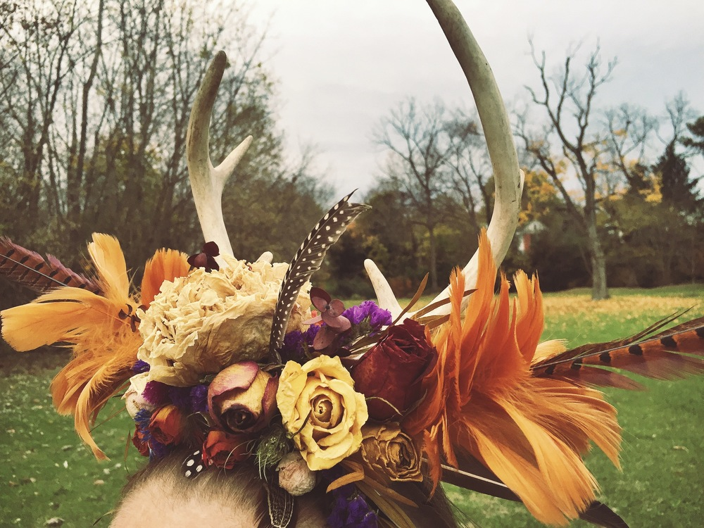 Custom antler headpiece designed by Westvirjeni with feathers and dried flowers from the Westvirjeni gardens.