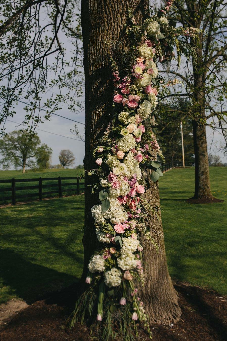 Floral tree designed by Westvirjeni for the ceremony site