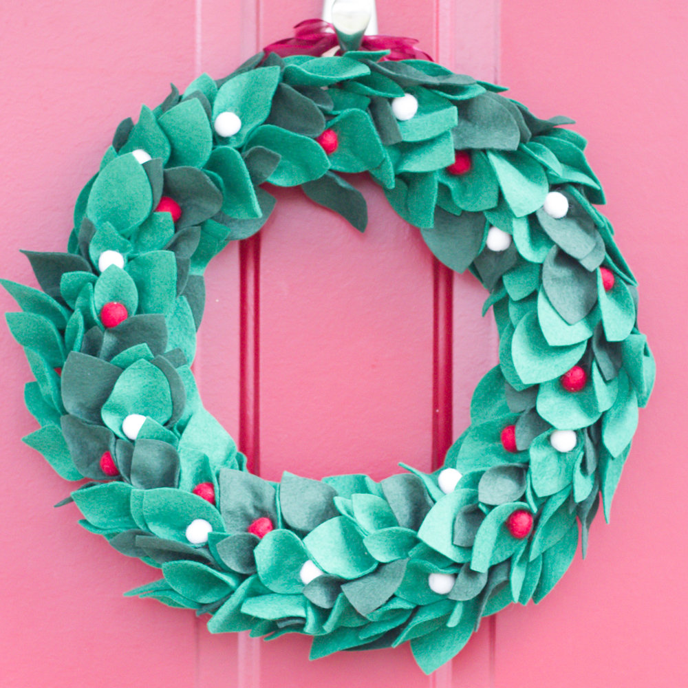 felt_christmas_wreath.jpg