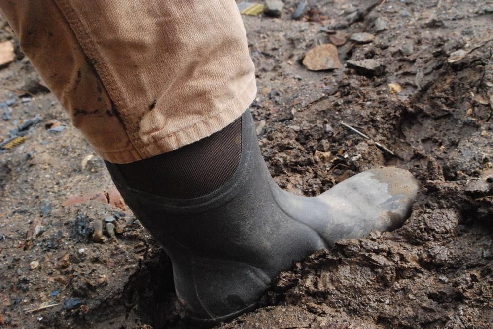 muck_boots_in _mud.JPG