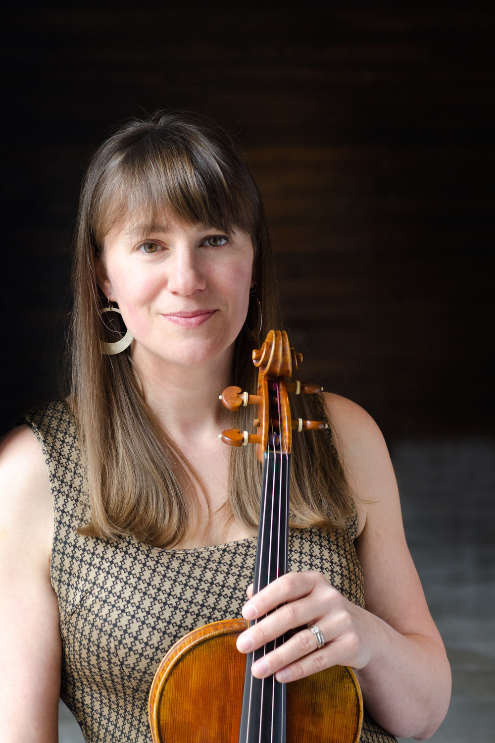 "Erielle Bakkum, Violist Founding Member  DePaul University School of Music         Normal   0           false   false   false     EN-US   KO   X-NONE                                                                                                                                                                                                                                                                                                                                                                              /* Style Definitions */ table.MsoNormalTable 	{mso-style-name:""Table Normal""; 	mso-tstyle-rowband-size:0; 	mso-tstyle-colband-size:0; 	mso-style-noshow:yes; 	mso-style-priority:99; 	mso-style-parent:""""; 	mso-padding-alt:0in 5.4pt 0in 5.4pt; 	mso-para-margin:0in; 	mso-para-margin-bottom:.0001pt; 	mso-pagination:widow-orphan; 	font-size:10.0pt; 	font-family:""Times New Roman"";}       We are all searching for our inner voice, right? That's where the viola comes in, and your search can end with Erielle. Don't let her humility fool you -- her talents run far. If you spend your summers hitting the musical festivals in Chicago, like Pitchfork or the Hideout Block Festival, you've heard our gal playing with the likes of The Duchess and the Duke, and with Hamilton Leithauser. And when she isn't performing with QP, you can catch Erielle singing with the Chicago Chorale, which has earned Chicago Tribune's distinction of ""Best Choral Performance of 2015,"" as well as several other Best-of-Year Performances in the Chicago Classical Review.  Let's not forget that she also spent several years as a middle school orchestra director in Orland Park. And how about the photography on our website? All done by  Erielle Bakkum Photography . If only she could play viola, sing and take photos at the same time!   Erielle's teachers have included Christine Terhune and Rami Solomonow."