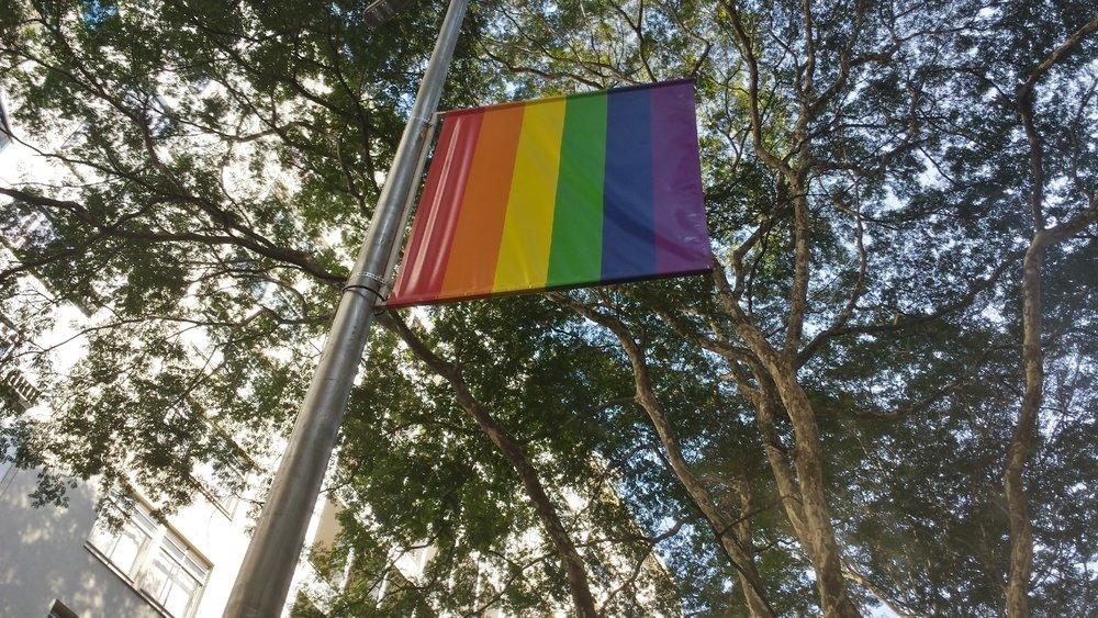 O símbolo do movimento LGBT agora vai ficar pra sempre na região de São Paulo conhecida como diversa e inclusiva. (Imagem: Rafael Sampaio)